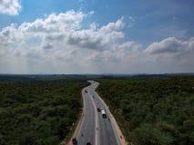 Vogelperspektive der indischen Landstraßen-Straße Lizenzfreie Stockfotos