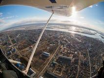 Vogelperspektive der kleinen Stadt Stockbild