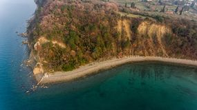 Vogelperspektive der Klippenküstenlinie Stockfoto