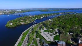 Vogelperspektive der Kloster-Insel Die Stadt von Dnipro Dnepropetrovsk stock footage