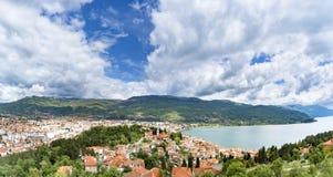 Vogelperspektive der mazedonischen Stadt Ohrid Stockbilder