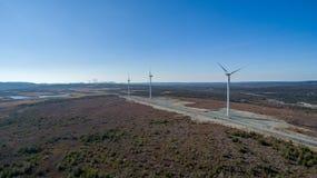 Vogelperspektive der modernen Windmühlen-Turbine, Wind-Energie, grüne Energie stockbild