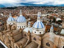 Vogelperspektive der neuen Kathedrale in der Mitte von Cuenca Stockfotografie