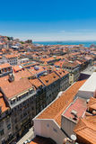Vogelperspektive der roten Dächer von Alfama, der historische Bereich Lis Stockfoto