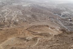Vogelperspektive der Ruinen römischen Lagers B an der masada Festung im arava Tal in Israel Historische Ruinen archäologisch lizenzfreies stockfoto