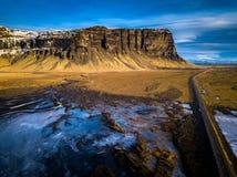 Vogelperspektive der schroffen isländischen Landschaft Stockbild