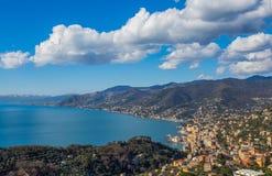 Vogelperspektive der Stadt von Camogli und von Ost-Riviera, Genoa Genova-Provinz, Ligurier Riviera, Mittelmeerküste, Italien lizenzfreie stockfotos
