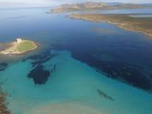 Vogelperspektive, der Strand in Sardinien, haarscharfes Wasser, Italien Stockbild