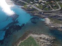 Vogelperspektive, der Strand in Sardinien, haarscharfes Wasser, Italien Stockfotografie