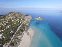 Vogelperspektive, der Strand in Sardinien, haarscharfes Wasser, Italien Stockbilder