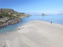 Vogelperspektive, der Strand in Sardinien, haarscharfes Wasser, Italien Lizenzfreie Stockfotografie