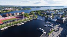 Vogelperspektive der Tampere-Stadt am Sommer lizenzfreies stockbild