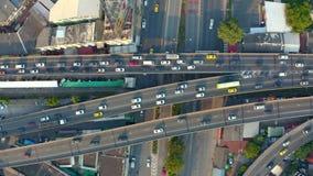 Vogelperspektive der verkehrsreichen Straße stock video footage