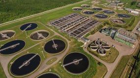 Vogelperspektive der Wasserbehandlungsanlage Stockfotos