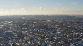 Vogelperspektive der Winterstadtlandschaft in Dnipro-Stadt stock video footage