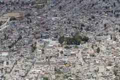 Vogelperspektive des überbevölkerten schlechten lateinamerikanischen Wohnbereichs Stockfotos