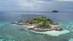 Vogelperspektive des Überraschens von Koh Kra-Insel in Thailand stock footage
