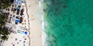 Vogelperspektive des allgemeinen Strandes des Playa del Carmen in Quintana Roo, Mexiko stockbilder