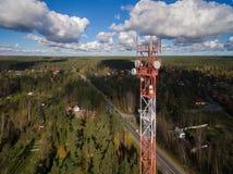 Vogelperspektive des Antennentelekommunikationsturms Stockfotografie
