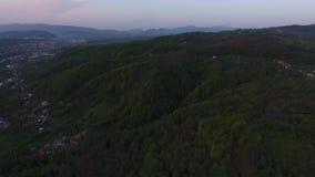 Vogelperspektive des Berges stock video footage
