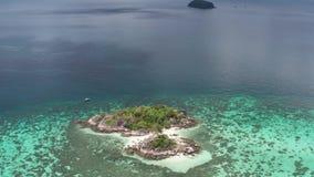 Vogelperspektive des ?berraschens von Koh Kra-Insel in Thailand stock footage