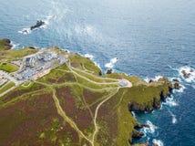 Vogelperspektive des Endes des Landes in Cornwall Stockfotos