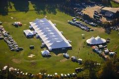 Vogelperspektive des Ereigniszeltes in Vermont. Stockbilder