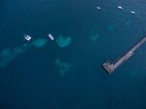 Vogelperspektive des Flinderspiers mit festgemachten Booten Melbourne, Austr lizenzfreie stockfotografie