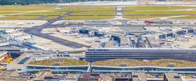 Vogelperspektive des Flughafens Frankfurt mit Anschluss 1 Lizenzfreie Stockfotografie