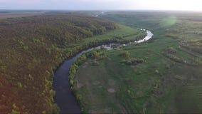 Vogelperspektive des Flusses stock video