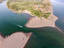 Vogelperspektive des Flusses Bojana und der Ada Bojana-Insel, Monte Lizenzfreie Stockfotos