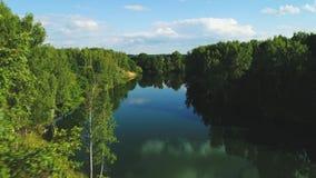 Vogelperspektive des Flusses in Russland 4k stock footage