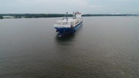 Vogelperspektive des Frachtschiff-hereinkommenden Hafens von Philadelphia und von Parken stock footage