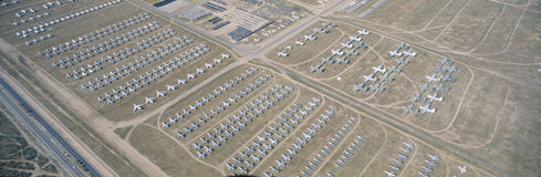 Vogelperspektive des Friedhofs, Kampfflugzeug F4 bei Montham AFB, Tucson, Arizona Lizenzfreie Stockbilder