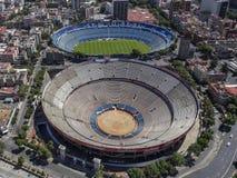 Vogelperspektive des Fußballstadions und der Stierkampfarena in Mexiko-Ci Lizenzfreie Stockfotos