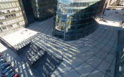 Vogelperspektive des Geschäftszentrums und der Leute mit ihm Lizenzfreie Stockfotos
