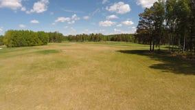 Vogelperspektive des Golfplatzes stock footage