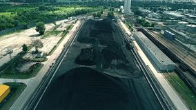 Vogelperspektive des großen Stapels der Kohle lizenzfreie stockfotos