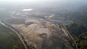 Vogelperspektive des Großstadtdumps Smog gebildet im Himmel lizenzfreie stockfotografie