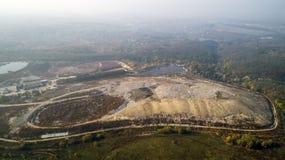 Vogelperspektive des Großstadtdumps Smog gebildet im Himmel lizenzfreie stockfotos