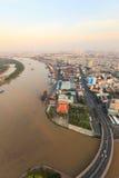 Vogelperspektive des Ho Chi Minh-Stadtflußufers - Saigon-Hafen am Abend Lizenzfreies Stockbild