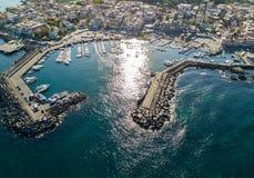 Vogelperspektive des Jachthafens Stockfotos
