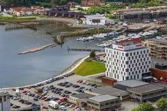 Vogelperspektive des Jachthafens und des Scandic-Hotels in Namsos, Norwegen Stockbild