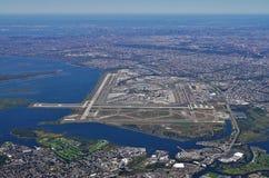 Vogelperspektive des Johns F Kennedy International Airport u. x28; JFK& x29; in New York lizenzfreie stockbilder