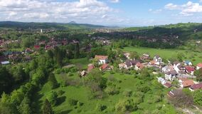 Vogelperspektive des Kleiedorfs, nahe Dracula-` s Schloss stock footage