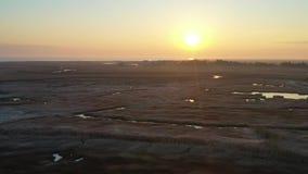 Vogelperspektive des kleinen Fischerdorfes auf New-Jersey Küste stock footage