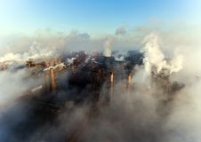 Vogelperspektive des Kraftwerks stockfotos