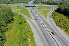 Vogelperspektive des Landstraßenaustausches auf Irbitskiy-trakt Lizenzfreie Stockfotos