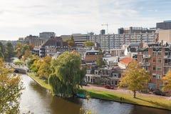 Vogelperspektive des Leiden-Stadtbilds von der Windmühle, die Niederlande stockbild