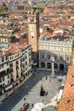 Vogelperspektive des Marktplatz delle Erbe, Verona, Italien Lizenzfreie Stockfotos